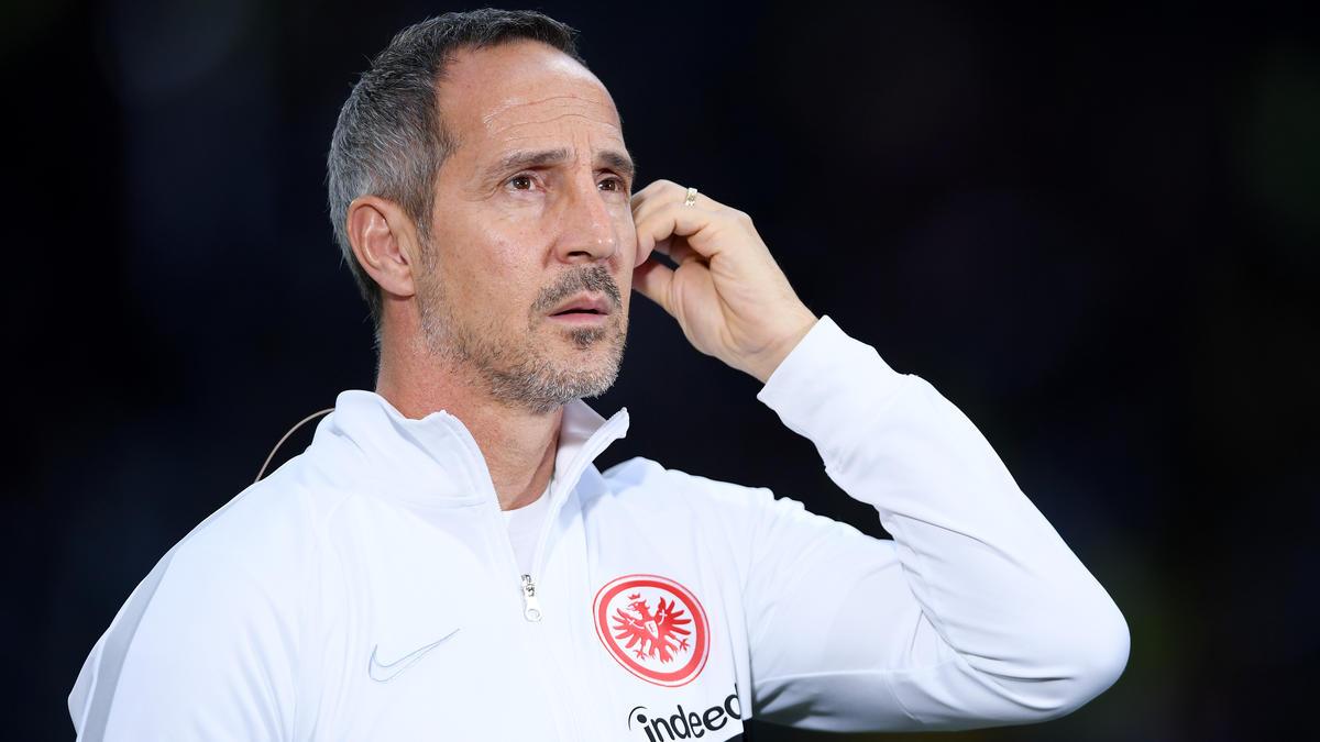 Eintracht-Coach Adi Hütter muss seine Mannschaft nach der Niederlage gegen Standard Lüttich wieder aufrichten