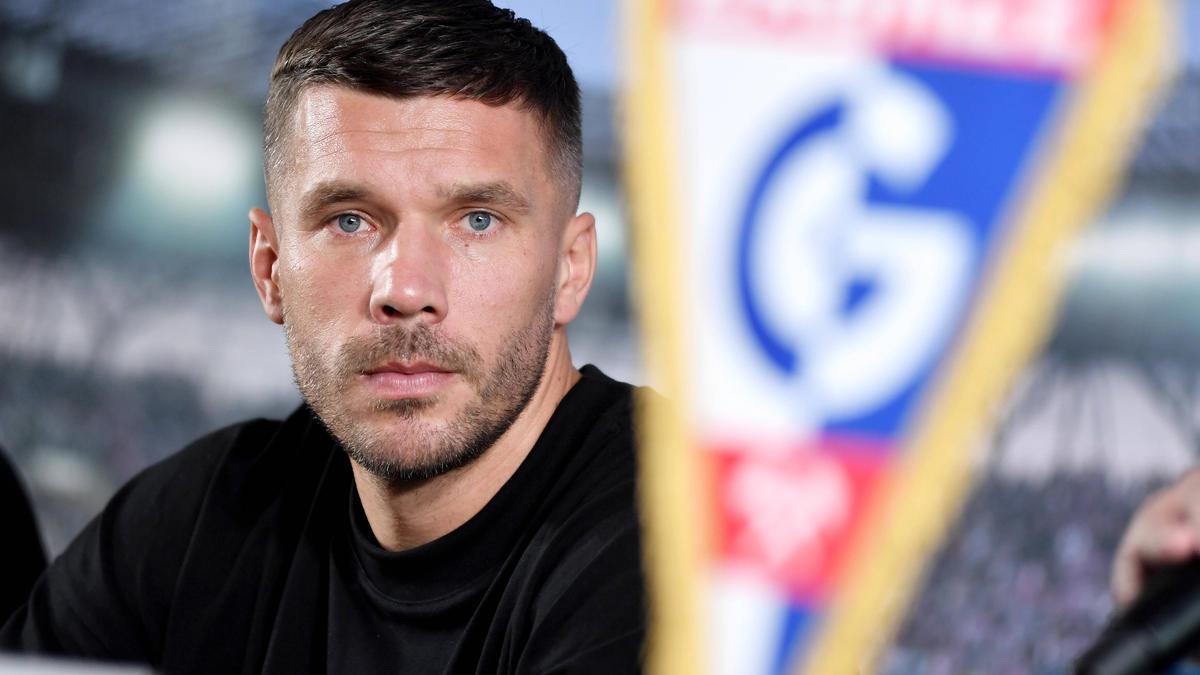 Lukas Podolski sieht die Arbeit des 1. FC Köln kritisch