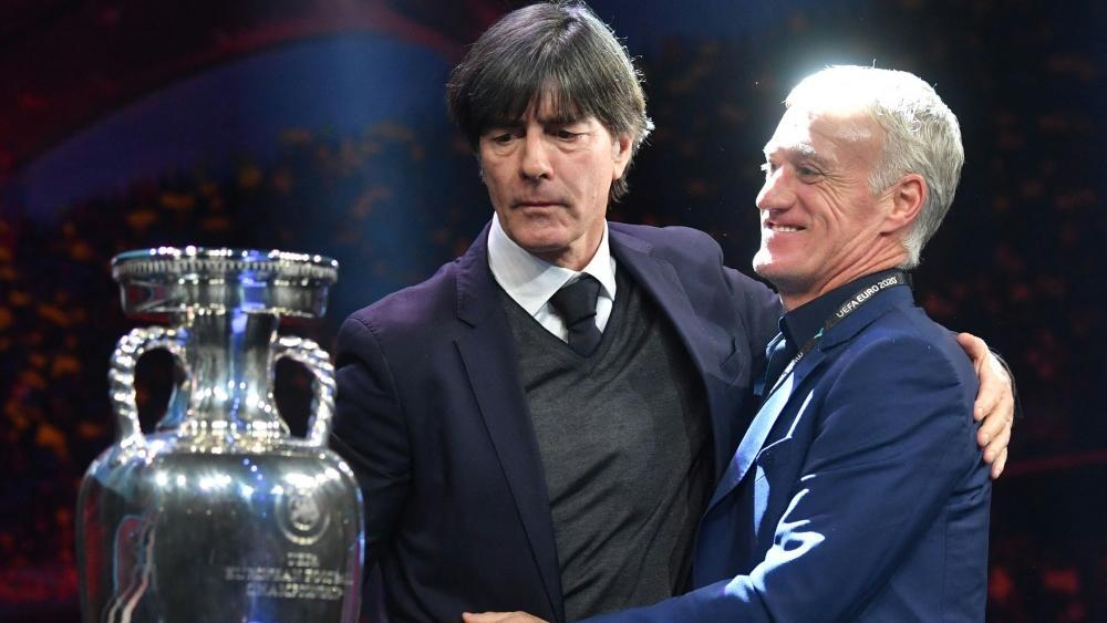 Joachim Löw (l.) kann bei der EM auf 23 statt 26 zurückgreifen