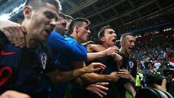 Mario Mandzukic (2.v.r.) trifft zum 2:1 für Kroatien