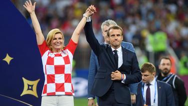 Frankreichs Präsident Emmanuel Macron und Kroatiens Staatspräsidentin Kolinda Grabar-Kitarovic bei der Siegerehrung in Moskau