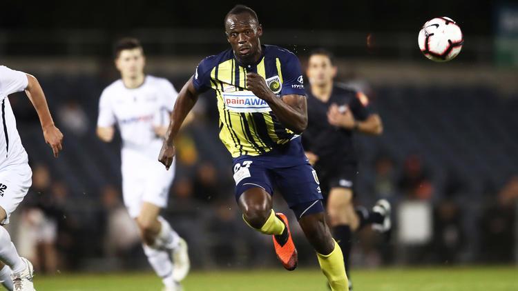 Usain Bolt versucht sich als Fußballer
