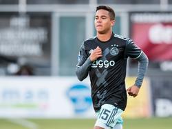 Justin Kluivert maakt zijn competitiedebuut voor Ajax in de wedstrijd tegen PEC Zwolle. (15-01-2017)