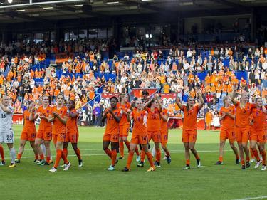 Las jugadoras holandesas celebran con su público el pase. (Foto: Imago)