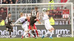 Henk Veermann (M.) traf für den FC St. Pauli ins Tor