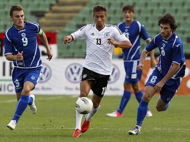 Stevanović en un partido con Bosnia (derecha)