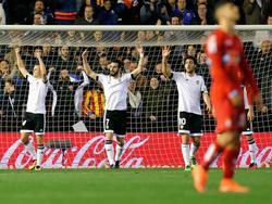 Los jugadores del Valencia celebran uno de los goles logrados ante el Espanyol. (Foto: Imago)