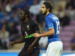 Andrea Ranocchia (r) braucht einen Stammplatz im Verein, um sich für Italiens EM-Kader empfehlen zu können