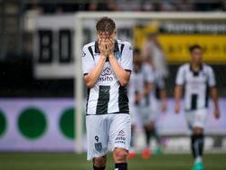 Paul Gladon baalt nadat Arouca in de blessuretijd een tegendoelpunt scoort tijdens de kwalificatierondes voor de Europa League. (28-07-2016)