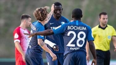 Bochums Silvère Ganvoula (m.) avancierte per Dreierpack zum Matchwinner