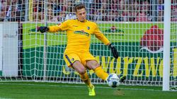 Freiburgs Keeper Alexander Schwolow hat sich einen Muskelfaserriss im Oberschenkel zugezogen