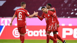 Joshua Kimmich (l.) und David Alaba (r.) vom FC Bayern sollen das Interesse des FC Barcelona geweckt haben
