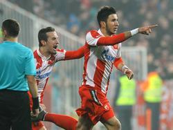 Na een kwartier spelen maakt Marko Grujić (r.) namens Rode Ster Belgrado de 1-1 tegen FK Čukarički-Stankom. (06-12-2015)