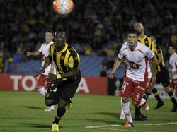 Huracán war bei Peñarol drückend überlegen