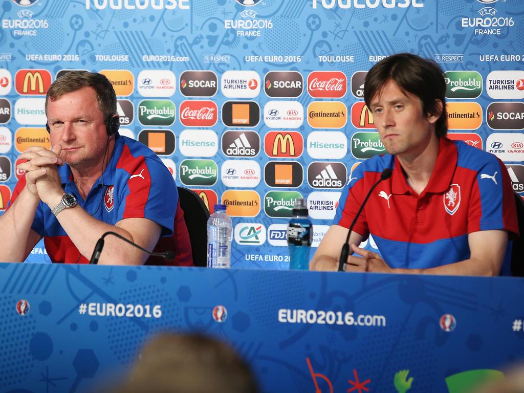 Tschechiens Trainer Vrba (l.) muss gegen die Türkei auf seinen Kapitän Tomáš Rosický (r.) verzichten