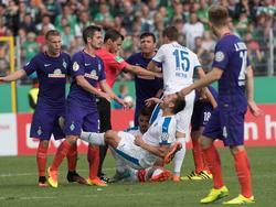 Bremen verlor nicht nur das Spiel, sondern auch Bartels wegen Rot