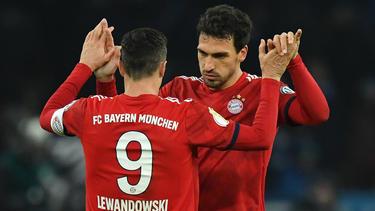 Mats Hummels (r.) leistete sich im DFB-Pokal einen krassen Aussetzer