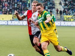 Dirk Kuyt (l.) en Aaron Meijers (r.), die beiden terugkeren in de basisopstelling, vechten een duel uit tijdens ADO Den Haag - Feyenoord. (19-02-2017)