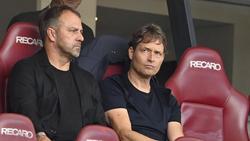 Hansi Flick (l.) wird Jonas Hector vom 1. FC Köln wohl nicht zurück ins DFBB-Team holen