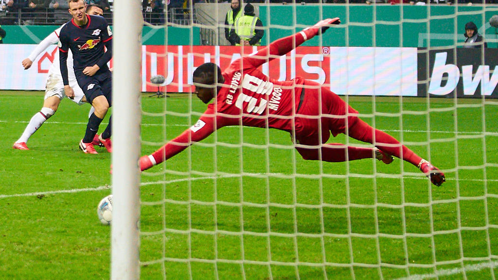 Wird Yvon Mvogo der Nachfolger von Alexander Nübel beim FC Schalke?