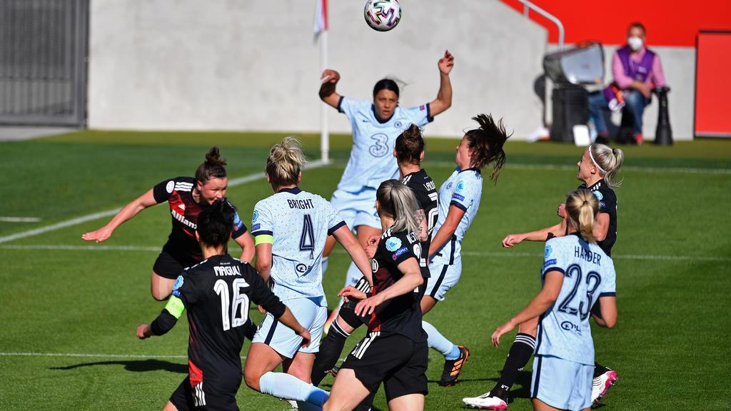Melanie Leupolz (M.) erzielte das 1:1 gegen den FC Bayern