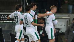 Rekordspieler Oscar Wendt (r.) bejubelt den Führungstreffer der Borussia