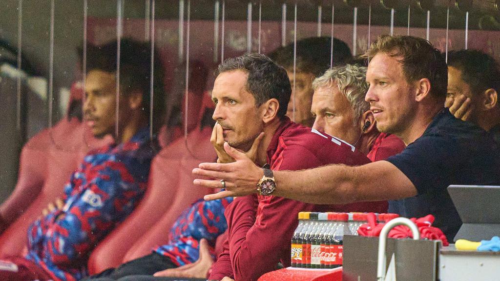 Stärkt Leroy Sané (l.) den Rücken: Bayern-Coach Julian Nagelsmann (r.)