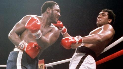 """Muhammad Ali und Joe Frazier trafen im """"Kampf des Jahrhunderts"""" aufeinander"""