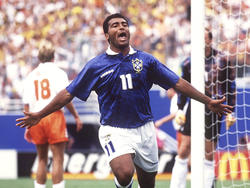 Romário erzielt gegen die Niederlande eines seiner fünf Tore bei der WM 1994