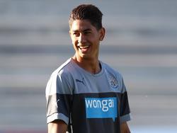 Newcastle United bereidt zich serieus voor op de oefenwedstrijd tegen Oldham Athletic, maar bij Ayoze Pérez kan er nog wel een lach van af. (15-07-2014)