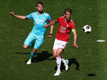 Stefan Thesker (l.) hat bei Holstein Kiel einen Dreijahresvertrag unterschrieben