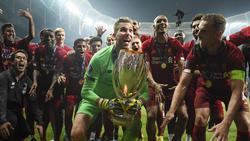Mit seiner Parade im Elfmeterschießen sorgte Adrián (m.) für Liverpools Triumph im Supercup