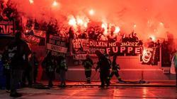 Gladbacher Fans brannten im Olympiastadion von Rom Bengalos ab