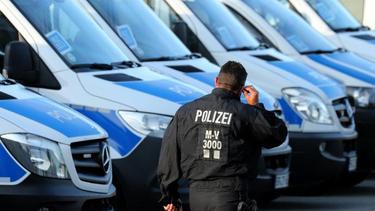 Weil die Begegnung zwischen Hansa und Schalke als Risikospiel eingestuft wurde war die Polizei mit einem Großaufgebot im Einsatz
