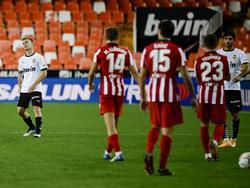 El defensa valencianista Toni Lato se hizo un tanto en propia meta.