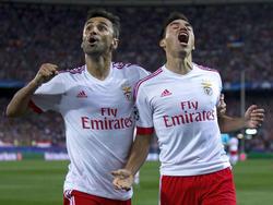 Jonas y Gaitán (drch.) celebran el gol del segundo en la ida disputada en el Calderón. (Foto: Getty)