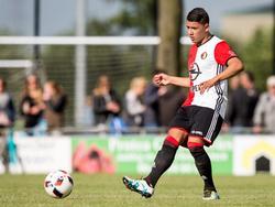 Feyenoord-jongeling Gustavo Hamer mag zich laten zien tijdens het oefenduel met RKSV Driel in de voorbereiding op het nieuwe seizoen. (02-07-2016)