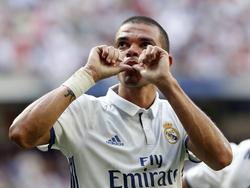 Pepe viert zijn treffer tijdens het competitieduel Real Madrid - Osasuna (10-09-2016).