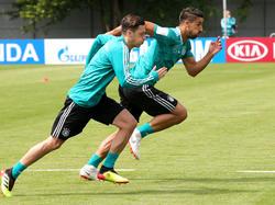 Das Duo Khedira/Özil musste gegen Schweden auf die Bank