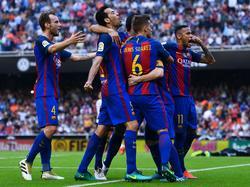 Los jugadores del Barça provocando a la afición. (Foto: Getty)
