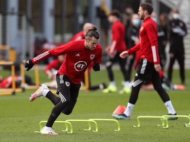 Bale en la sesión de entrenamiento de Gales.