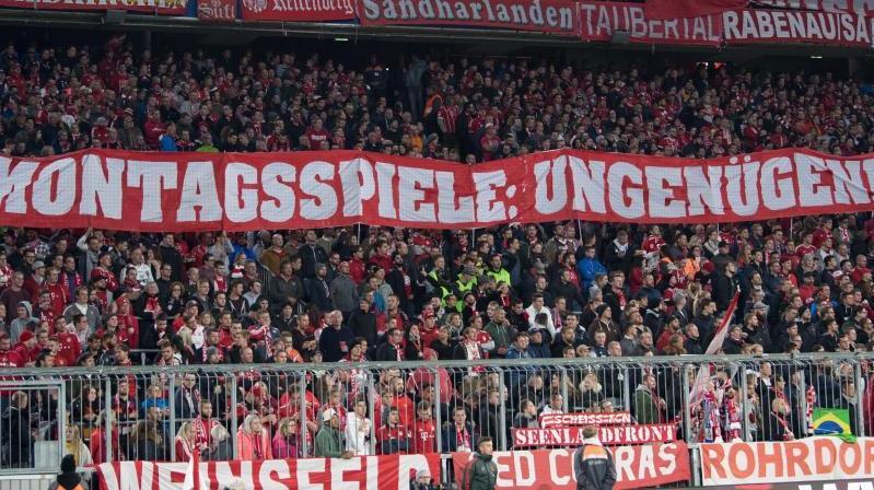 Bayern-Fans bringen ihren Unmut gegen Montaggsspiele zum Ausdruck