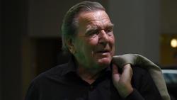 Altkanzler Gerhard Schröder befürwortet die Pläne von 96-Boss Martin Kind