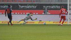Sven Ulreich (M.) sah beim Siegtor des 1. FC Heidenheim gegen den HSV nicht gut aus