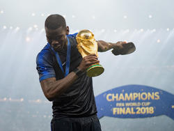 Pogba posa con la Copa del Mundo en Rusia. (Foto: Getty)