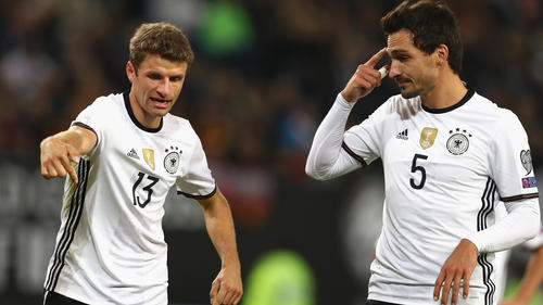Zumindest vorerst sind Thomas Müller (l.) und Mats Hummels nicht mehr im DFB-Trikot zu sehen