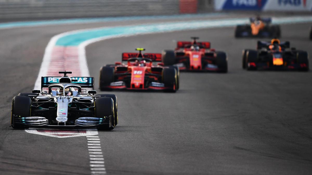 Lewis Hamilton feiert souveränen Start-Ziel-Sieg in Abu Dhabi