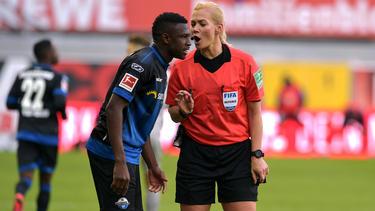 Paderborns Jamilu Collins fällt gegen de FC Bayern München aus