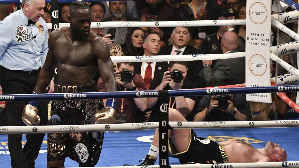 Im ersten Kampf beförderte Wilder Tyson Fury zweimal auf die Bretter