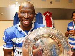 Kamohelo Mokotjo is blij met het winnen van de Johan Cruijff Schaal. (3-8-2014)